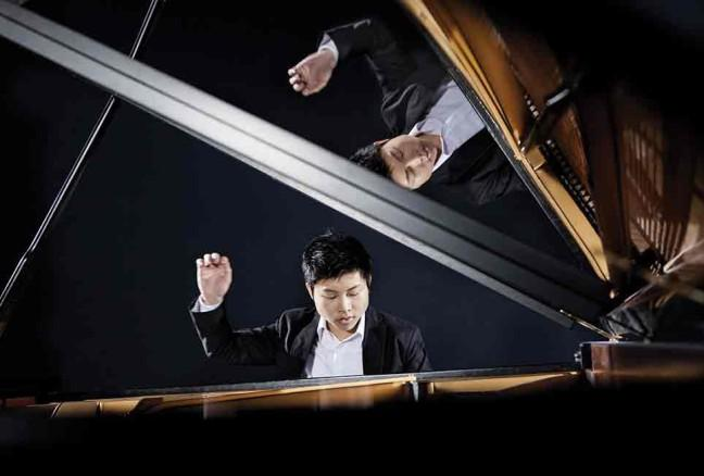 Yu has won a number of prizes including Missouri Southern International Piano Competition, and the XVI Paloma O'Shea International Piano Competition. In July 2012, he won the 10th Sydney International Piano Competition.