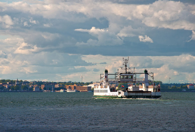 http://www.visitkingston.ca/wp-content/uploads/2015/07/Wolfe_Island_Ferry_FlickrLiz-648x438.jpg